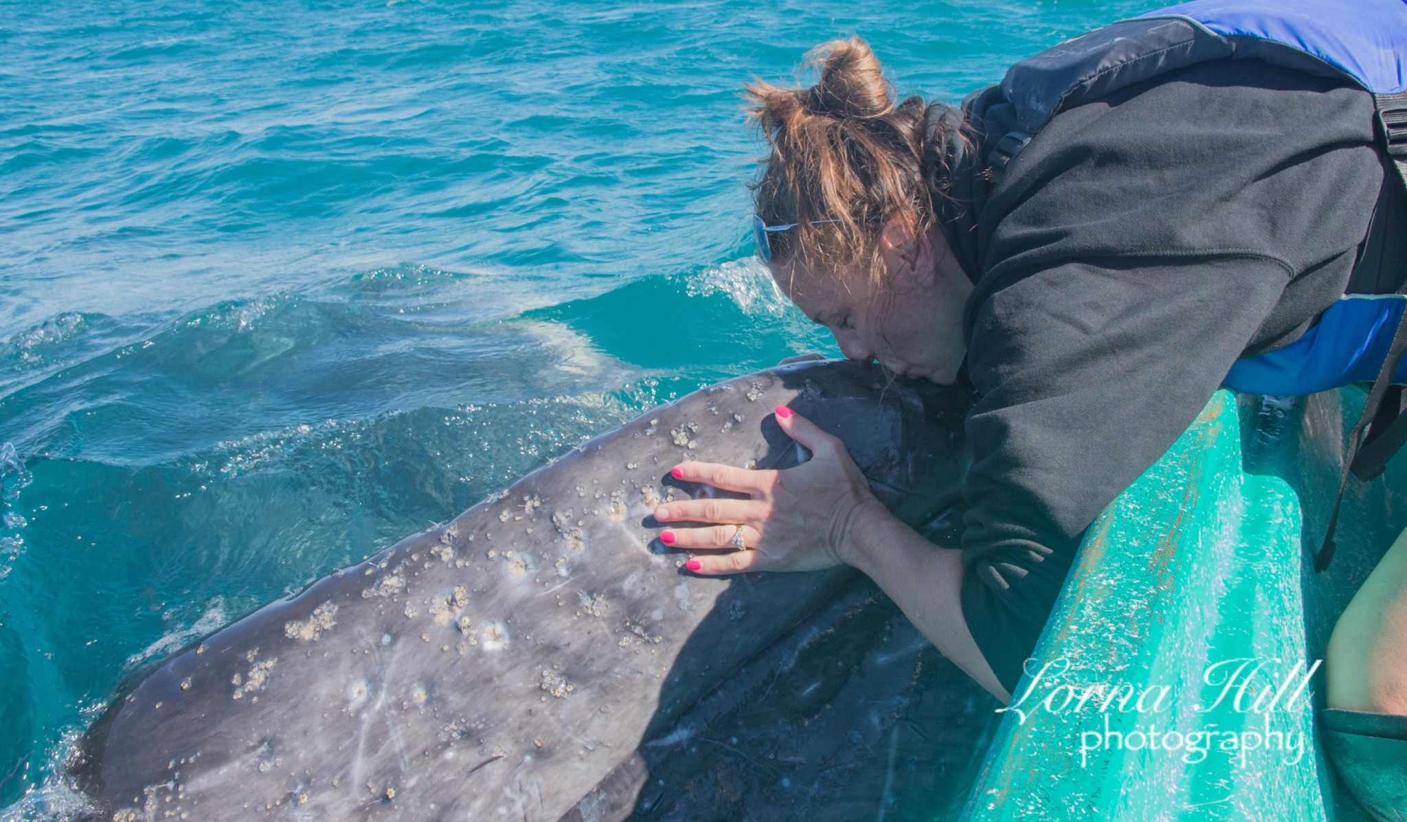 sue-with-both-hands-on-whale-plus-kissing-2